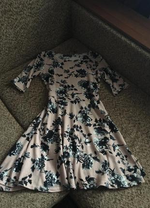 Трикотажное платье с нежным принтом