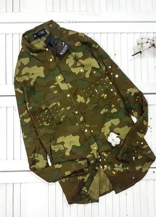 Камуфляжна сорочка в стилі мілітарі з шипами laura scott