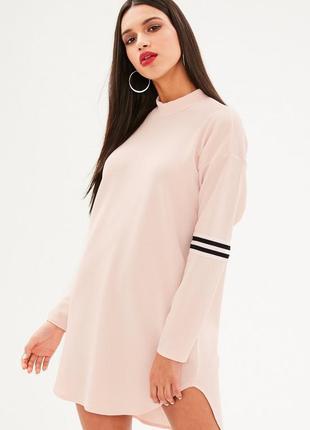 Очень крутое стильное спортивное розовое платье с полосками и воротником стойка missguided