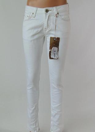 Белые зауженные джинсы rifle