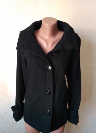 Укорочённое чёрное пальто на осень zara