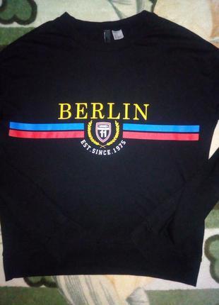 Чёрный свитшот h&m с принтом berlin
