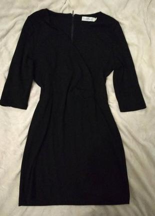 Трикотажное платье чорного цвета