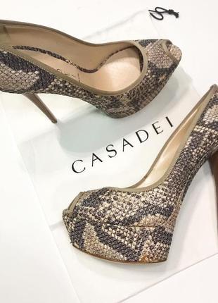 Туфли на каблуках casadei оригинал р.38,можно 37,5