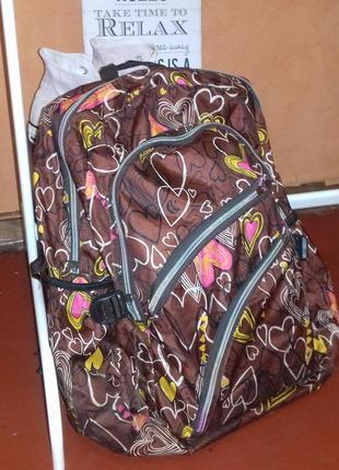 Коричневый рюкзак с принтом