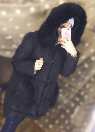 Ассиметричный черный пуховик с меховыми карманами