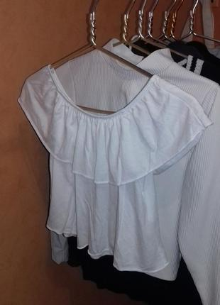 Белая футболка блуза