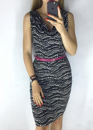Удобное трикотажное платье с поясом