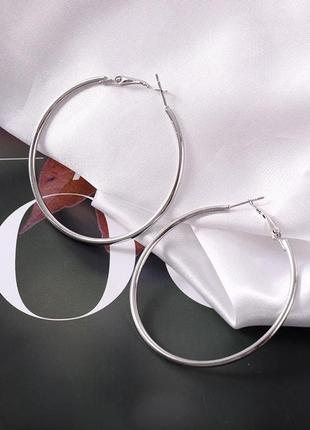 Серьги кольца серебристого цвета диаметр 6 см