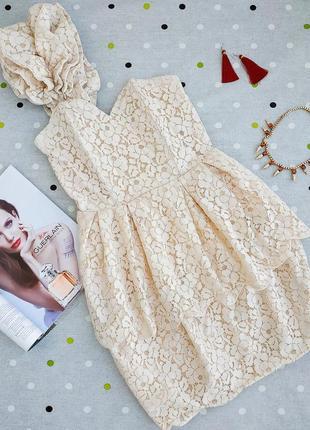 Шикарное кружевное платье h&m с корсетом и воланом через плечо