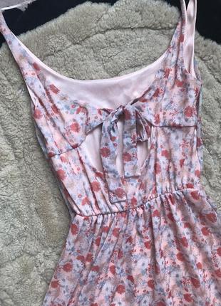 Ніжне модне плаття в квіти розмір с pull&bear