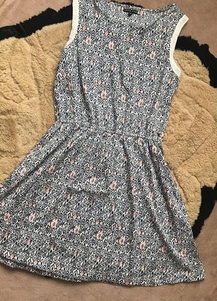 Модне платтячко м-л як нове