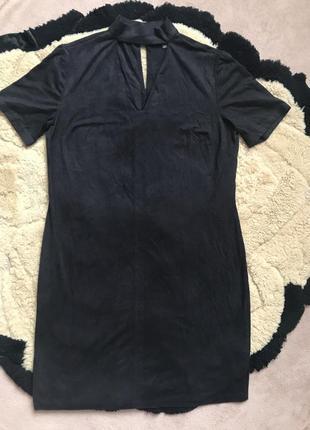 Стильне базове плаття з чокером як нове с-м