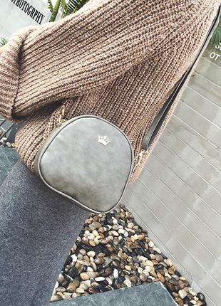 Вместительная серая сумочка через плечо, клатч