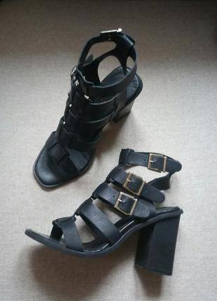 Крутые кожаные босоножки гладиаторы miss selfridge