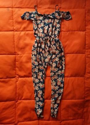 Комбинезон в цветочный принт с оголенными плечами на не высокую девушку
