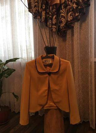 Горчичный стильный пиджак