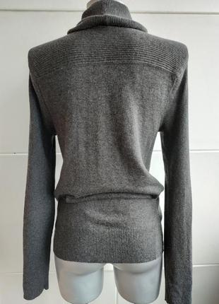 Стильный джемпер dkny (donna karan new york) серого цвета с карманами и воротником2
