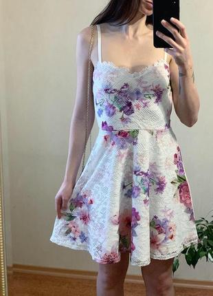 Платье нежное с биркой, от lipsy london