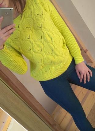 Тёплый яркий вязаный лимонный свитереок от  atmosphere