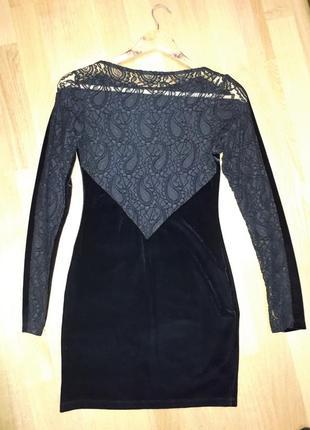 Маленькое черное платье с ажурной спиной