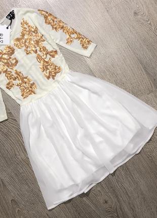 Невероятно красивое платье в пайетки,новое с биркой в молочной расцветки
