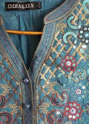 Шелковая блузочка с вышивкой и пайетками.