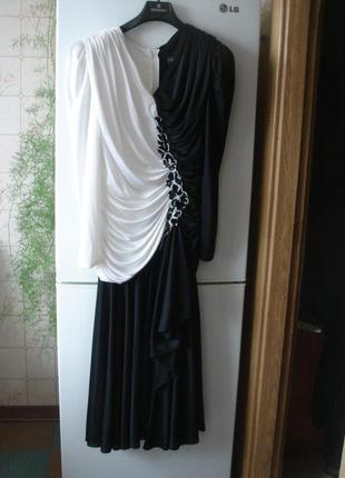 Супер красивое вечернее платье чёрно-белого цвета с оригинальной отделкой