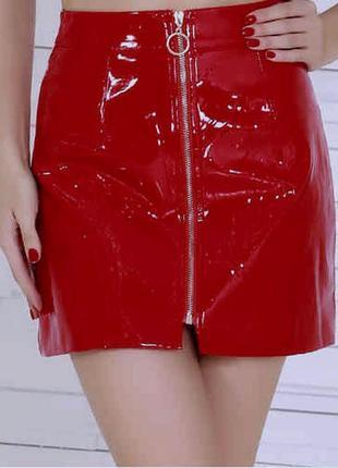 Мега- тренд! лаковая юбка на молнии, с кольцом