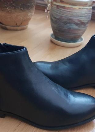 Новые натуральные фирменные ботинки 37р./24 см