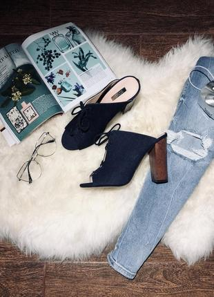 Шикарные сланцы под джинс на каблуке