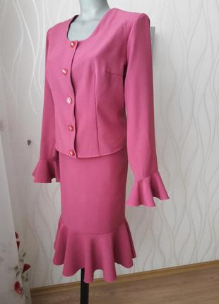 Супер оригинальный, невероятно красивый, нежно розового цвета костюм.