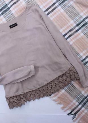 Блуза с ажурной вставкой свободного кроя , вискоза