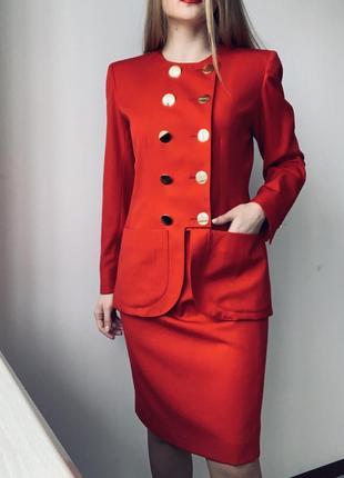 Червоний костюм yves saint laurent