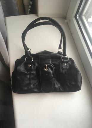 Черная маленькая сумка с короткими ручками