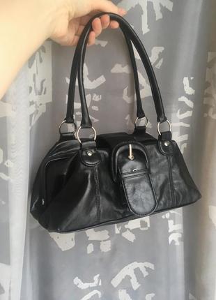 Черная маленькая сумка с короткими ручками2