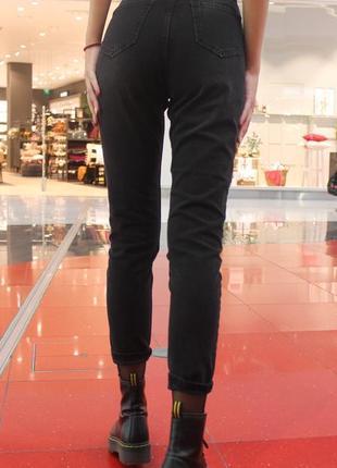 Графитные (темно-серые) джинсы мом (бойфренды) с завышенной талией4