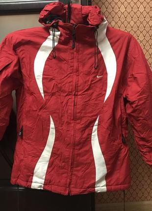 Классная фирменная куртка спортивная лыжная