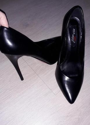 Черные кожаные туфли лодочки