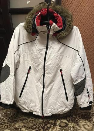 Классная фирменная куртка лыжная спортивная