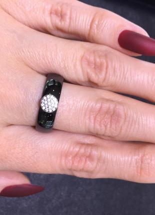 Серебряное кольцо фианиты керамика