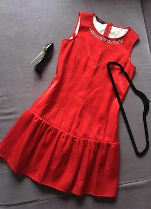 Очень красиво, актуальное  красное платье guess, декорировано камнями ( новое )