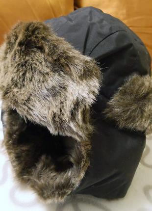 Отличная шапка-ушанка, шлем из финляндии, легкая, теплая, непродуваемая!