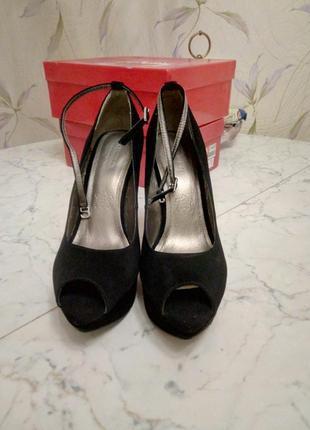 Новые туфли queen 39р