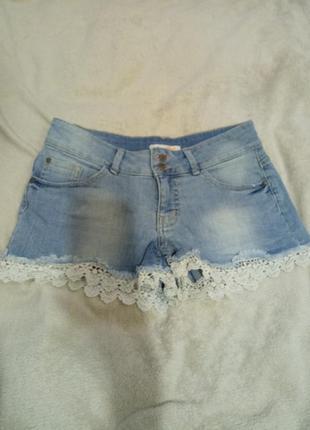 Классные короткие джинсовые шорты с кружевом