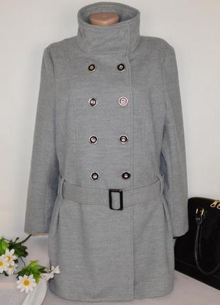 Брендовое серое демисезонное пальто с поясом и карманами atmosphere