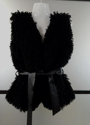 Распродажа! крутая меховая жилетка лама с кожаными вставками.