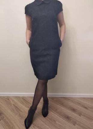 Стильное платье с круглым воротничком