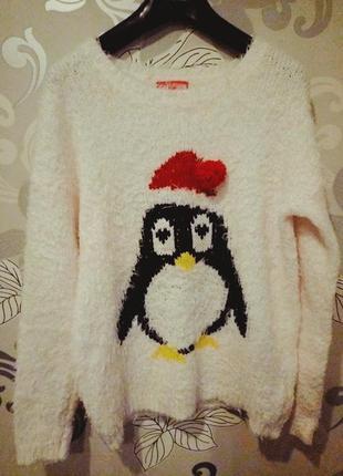 Белый пушистый новогодний свитер травка с пингвином