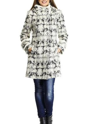 Пальто двубортное с капюшоном и отделкой из меха норки